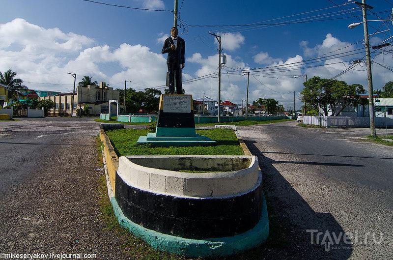 Памятник сэру Isaiah Emmanuel Morter в Белизе / Фото из Белиза