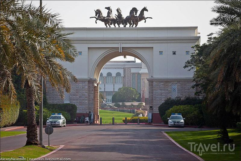 Ворота президентской резиденции в Дубае / Фото из ОАЭ