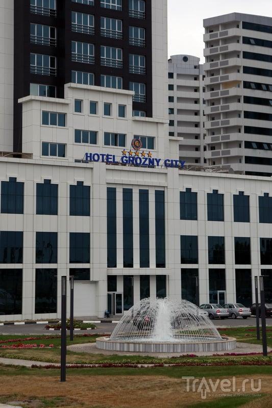 Грозный-сити - это не только 7 жилых небоскребов, но и 5-звездочный отель и бизнес-центр с вертолетной площадкой / Фото из России