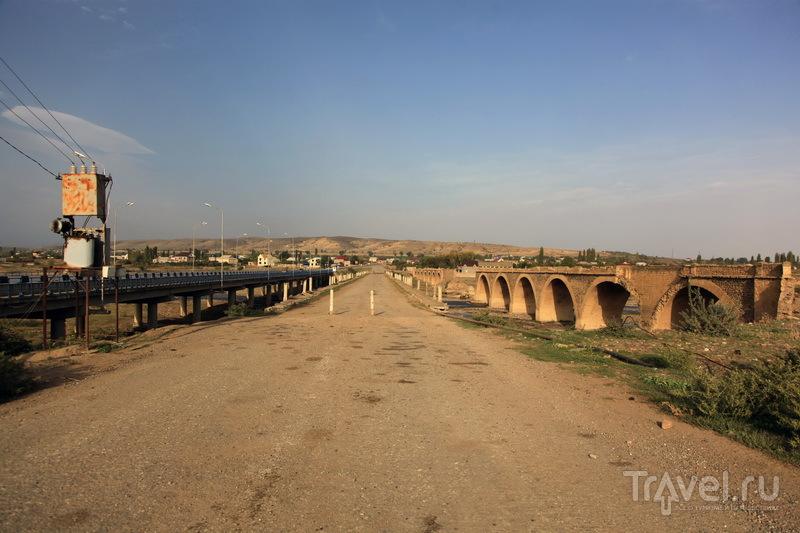 Граница с Азербайжаном. Три моста - царский, советский, путинский / Фото из России