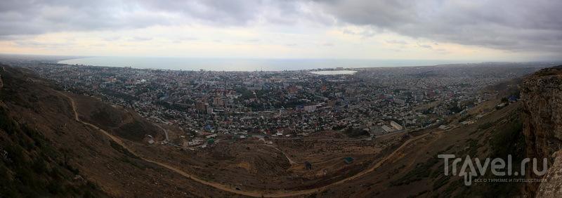Махачкала и ее город-спутник Каспийск с горы Тарки-Тау / Фото из России