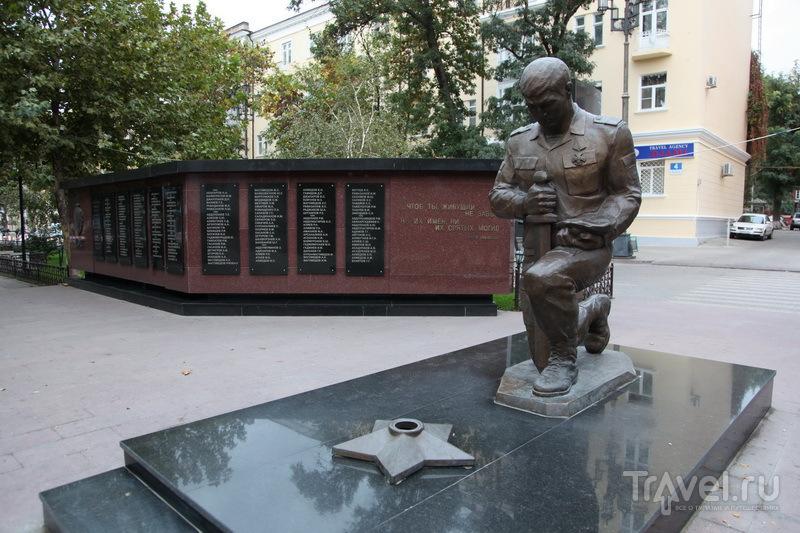 Махачкала. памятник погибшим при исполнении сотрудникам МВД / Фото из России