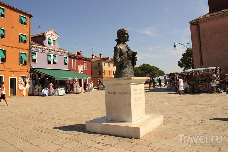Памятник композитору Бальдассаре Галуппи, Бурано / Фото из Италии