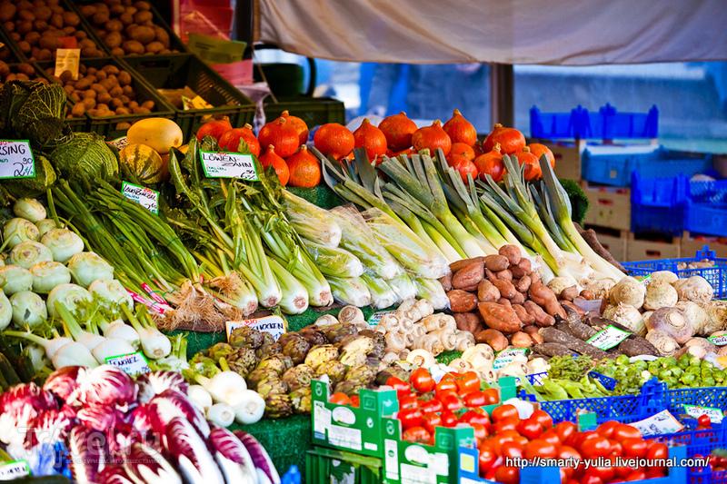 На рынке Виктуалиенмаркт в Мюнхене, Германия / Фото из Германии