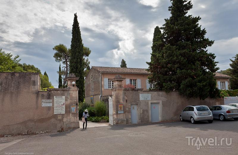 Монастырь Сен-Поль-де-Мазоль (St-Paul-de-Mausole) в Сен-Реми, Прованс / Фото из Франции