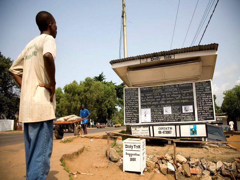Газета The Daily Talk была основана местным жителем Альфредом Дж. Сёрлифом, Либерия / Либерия