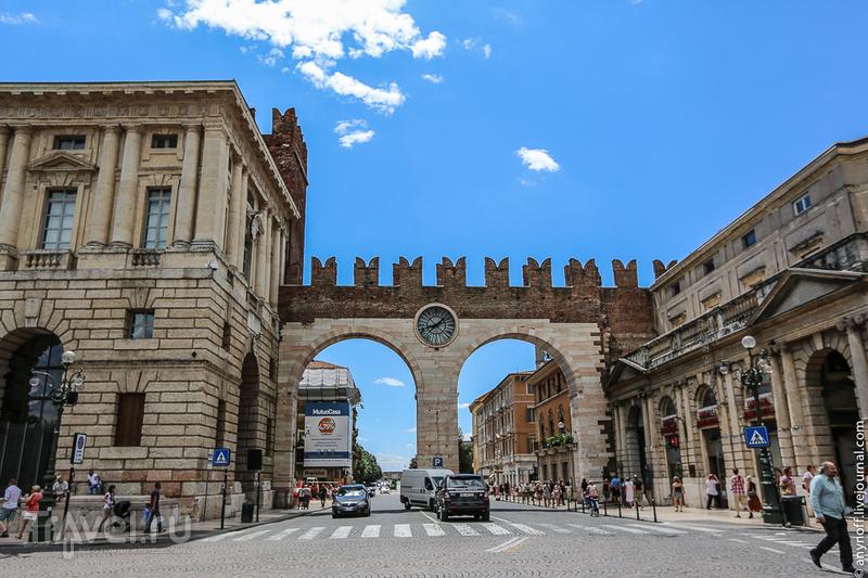 Ворота Порта-Борсари, Верона / Фото из Италии