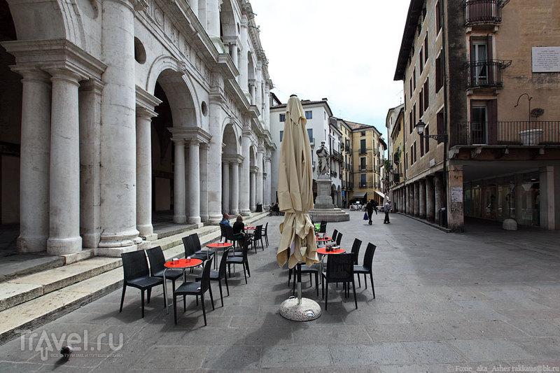 У Базилики Палладианы в Виченце, Италия / Фото из Италии