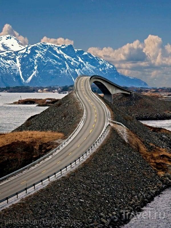 Мост Storseisundet - самый высокий и длинный на живописной трассе Atlanterhavsveien в Норвегии / Норвегия