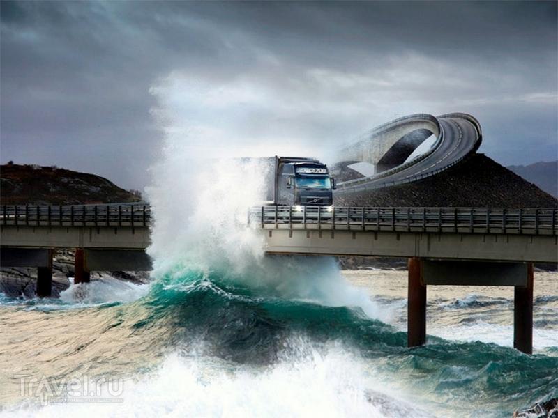 В штормовую погоду поездка по мосту кажется зловещим, но безопасным аттракционом, Норвегия / Норвегия