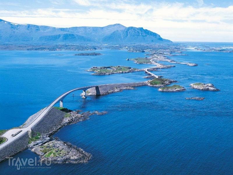 Дорога Atlanterhavsveien будто бы перепрыгивает с одного острова на другой, Норвегия / Норвегия