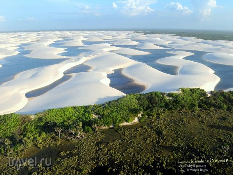 Белоснежные дюны национального парка Ленсойc-Мараньенсес в Бразилии - уникальное геологическое явление / Бразилия