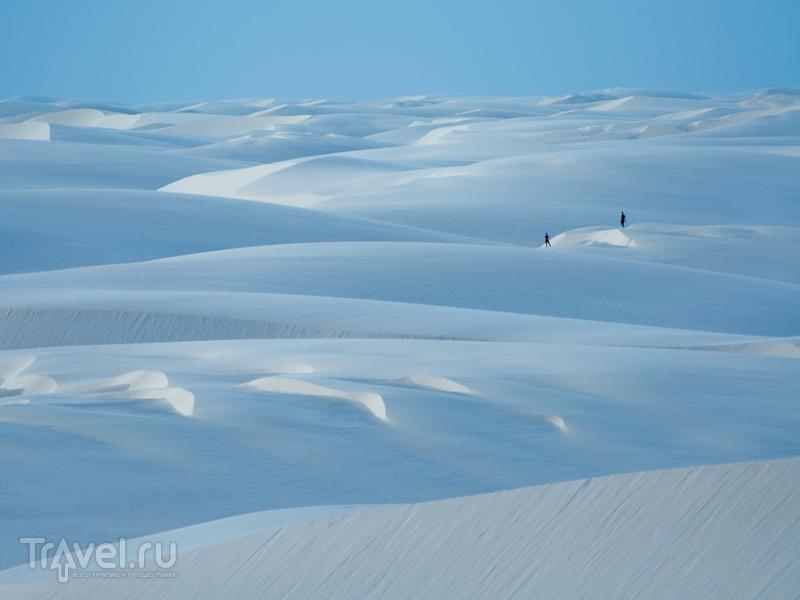 Сильные порывы ветров, дующих с Атлантического океана, образуют дюны высотой до сорока метров, Бразилия / Бразилия