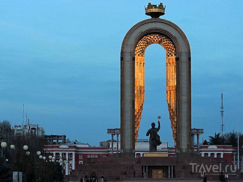 Памятник Исмаилу Сомони в Душанбе / Фото из Таджикистана