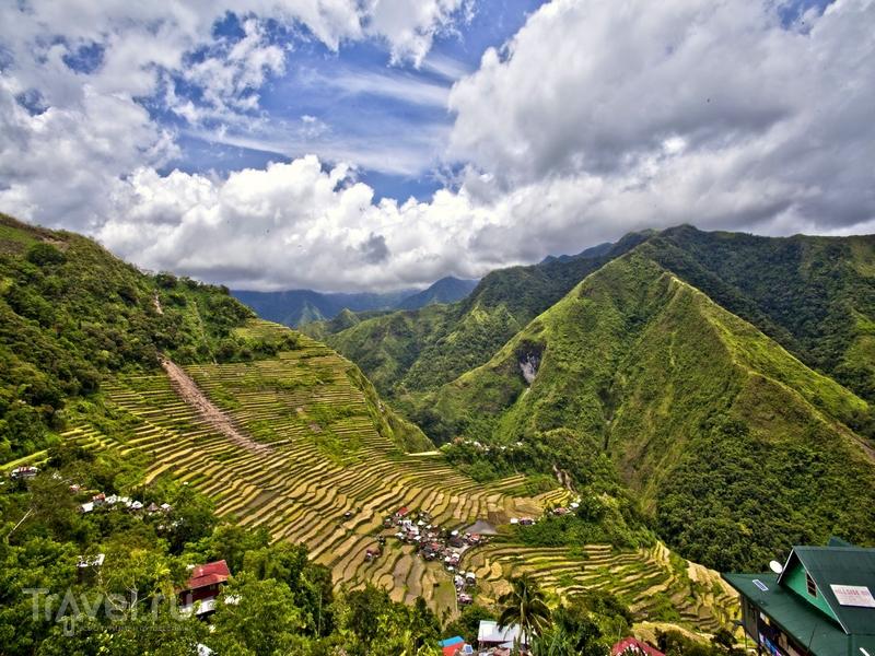 Поля, вспаханные вдоль крутых склонов горной цепи, создали удивительные ландшафты / Филиппины