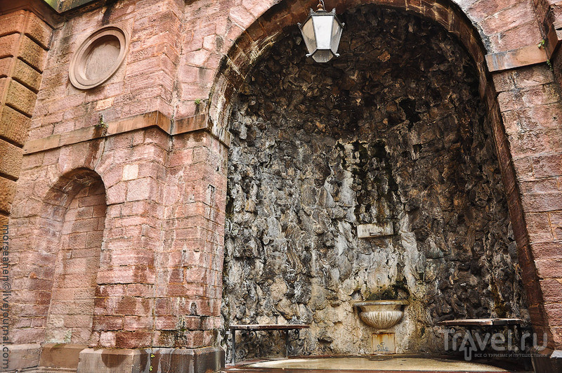 Грот с источником минеральной воды Феттквелле в Баден-Бадене, Германия / Фото из Германии