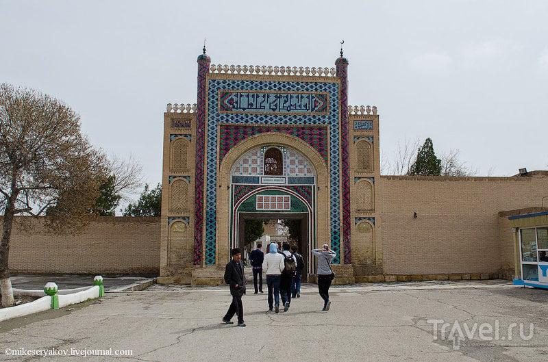 Парадный вход во Дворец Ситораи Мохи Хоса в Бухаре, Узбекистан / Фото из Узбекистана