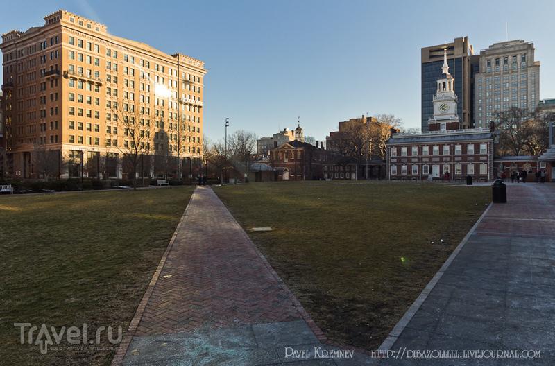 Площадь перед Independence Hall - Залом Независимости в Филадельфии, США / Фото из США