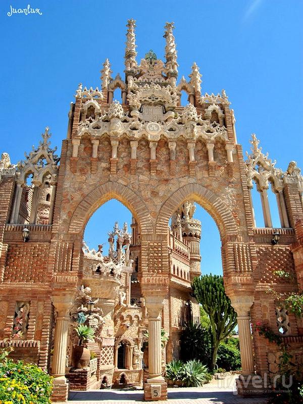 Архитектурные детали замка Colomares символизируют события, повлиявшие на ход истории Испании / Испания
