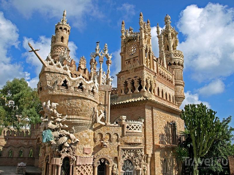 Замок Colomares был построен в конце прошлого века на средства местного доктора, Испания / Испания