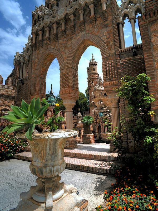 Строительство замка Colomares было завершено в 1994 году, Испания / Испания
