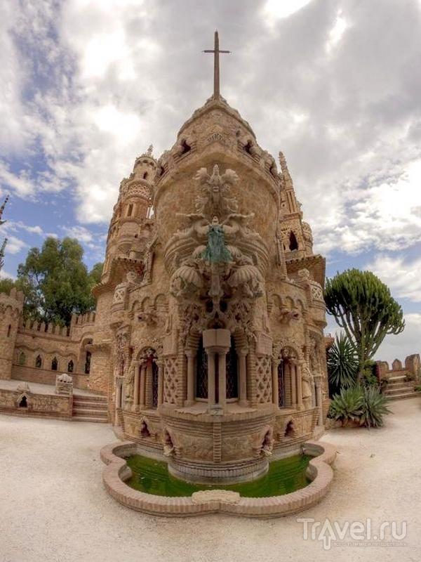 """Центральное место архитектурной композиции Colomares занимает изображение корабля """"Санта-Мария"""", Испания / Испания"""