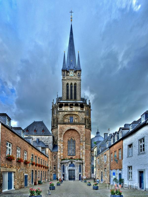 Строительство Ахенского собора началось на рубеже VIII-IX вв., Германия / Германия