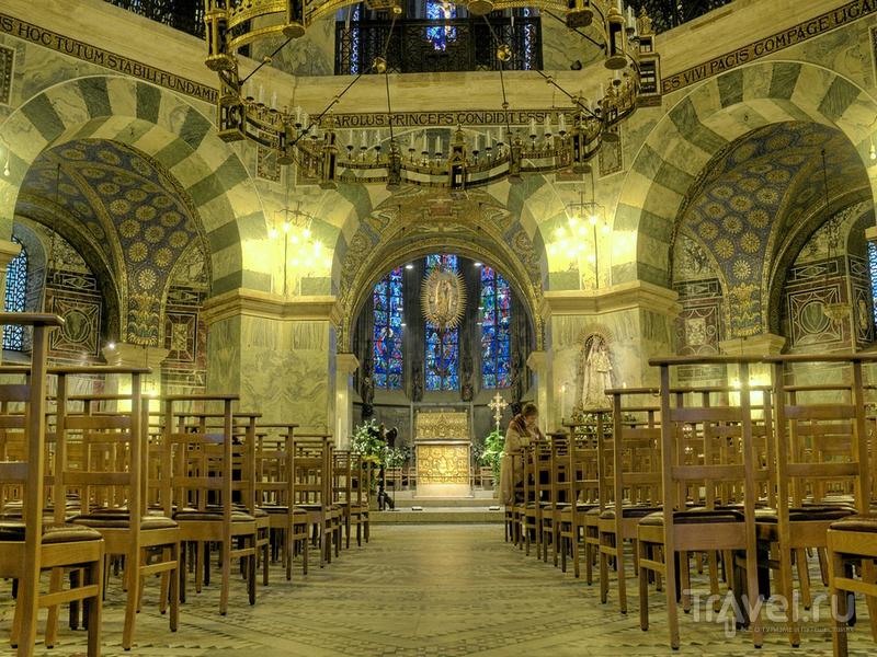 Отделочные материалы для капеллы Ахенского собора и опоясывающей двухэтажной галереи привозили из Италии / Германия