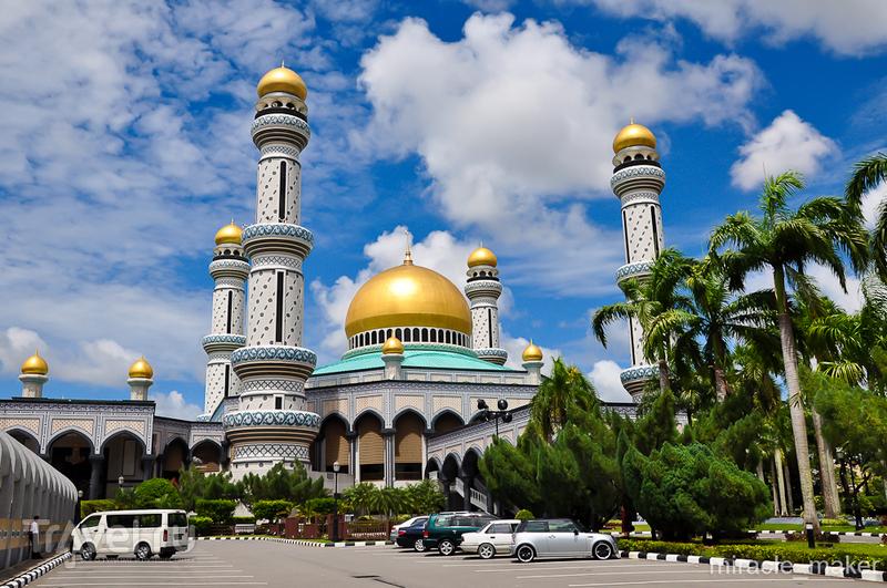 Мечеть Хассанала Болкиаха в Бандар-Сери-Бегаване, Бруней / Фото из Брунея