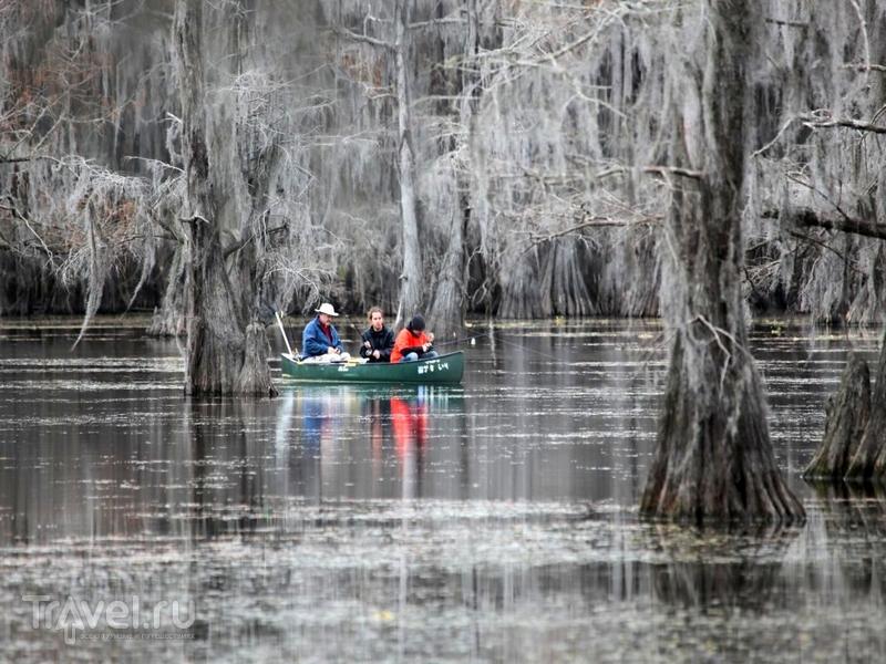 Арендовать лодку, катер, байдарку или катамаран для прогулки по озеру можно бесплатно, США / США