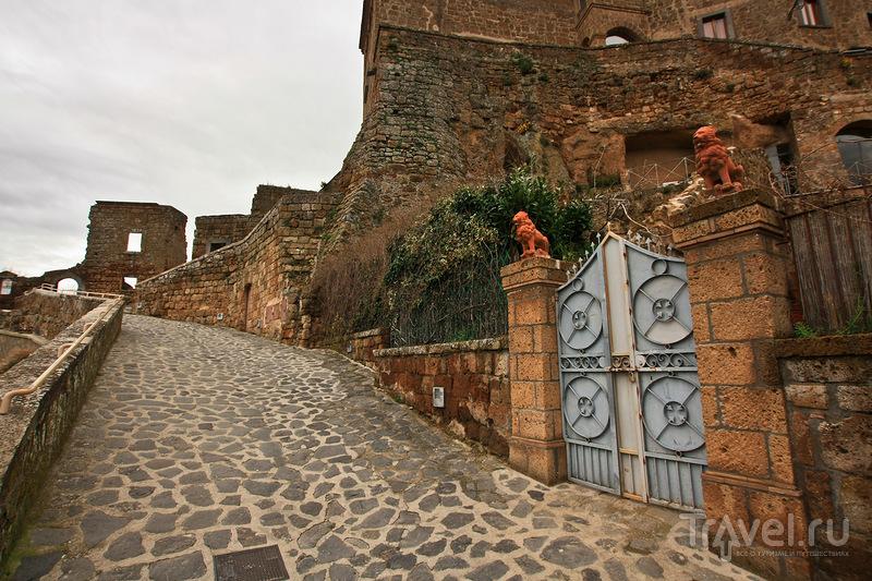 Чивита-ди-Баньореджо - средневековый город-сказка / Италия