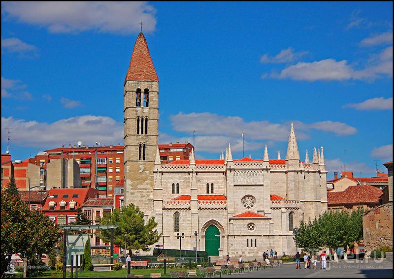 Церковь Санта-Марии Антигуа в Вальядолиде, Испания / Фото из Испании