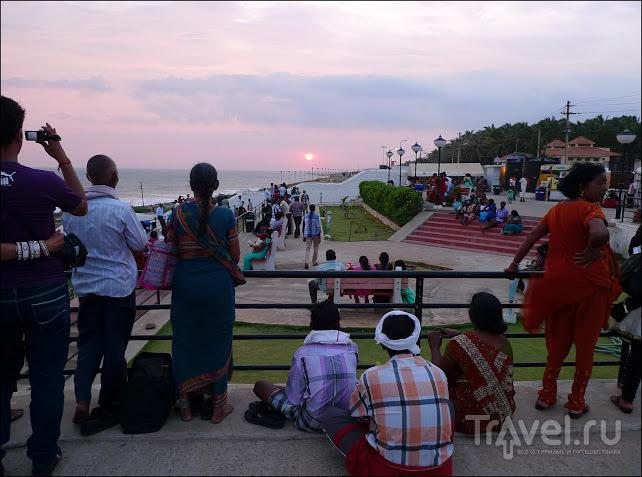 Каниякумари. Центральная точка рассвета / Индия