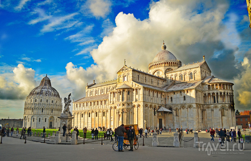 Собор Успения святой Девы Марии Duomo Santa Maria Assunta на Piazza dei Miracoli в Пизе, Италия / Фото из Италии
