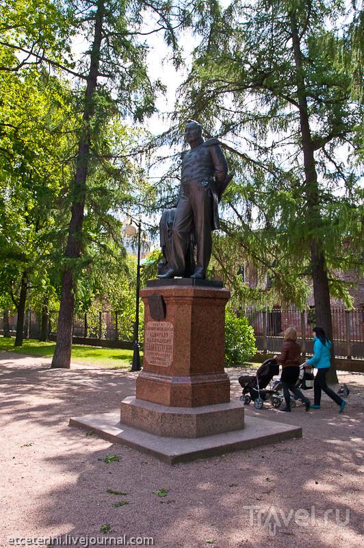 Памятник адмиралу Федору Беллинсгаузену в Кронштадте, Россия / Фото из России