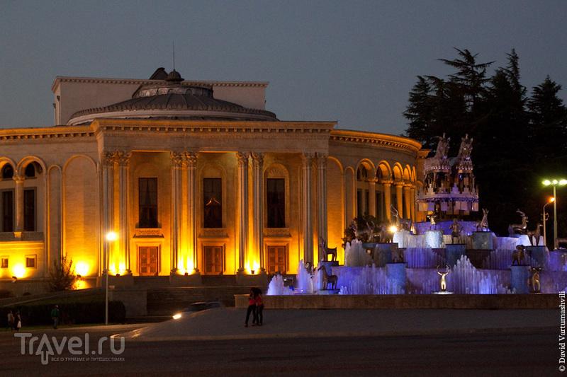 На площади Давида Строителя в Кутаиси, Грузия / Фото из Грузии