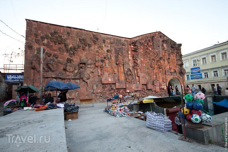 На улице Палиашвили в Кутаиси, Грузия / Фото из Грузии
