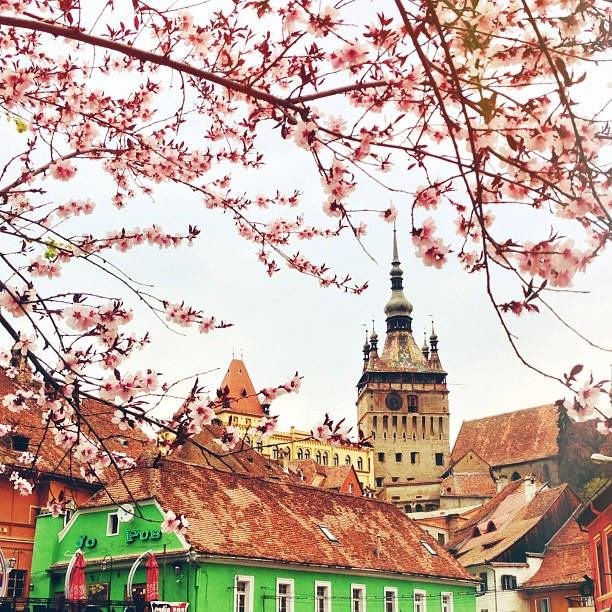 Турнул-ку-Час - часовая башня в Сигишоаре, Румыния / Фото из Румынии