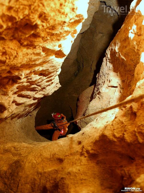 Исследования пещеры Крубера-Воронья продолжаются по сей день, Абхазия / Абхазия