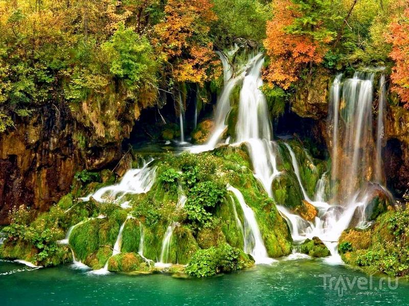 Плитвицкие озера притягивают к себе туристов со всего мира, Хорватия / Хорватия