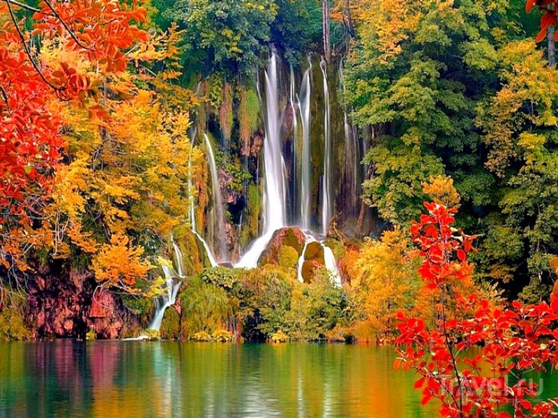 """Яркие осенние краски в заповеднике """"Плитвицкие озера"""", Хорватия / Хорватия"""