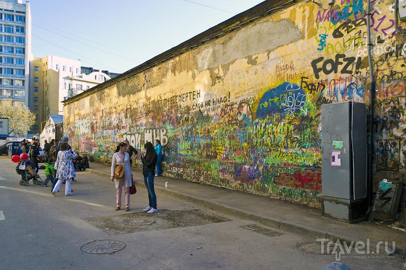 Стена Цоя на Арбате в Москве, Россия / Фото из России