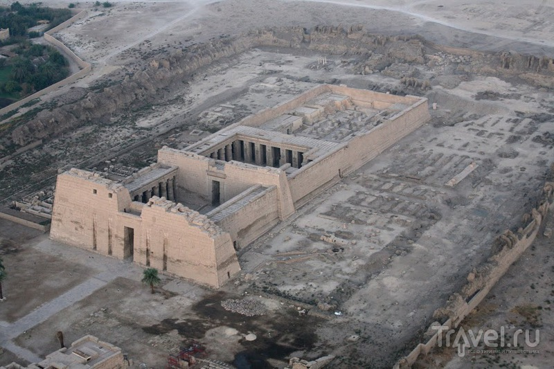 Поминальный храм Рамзеса III в Мединет-Абу, Египет / Фото из Египта