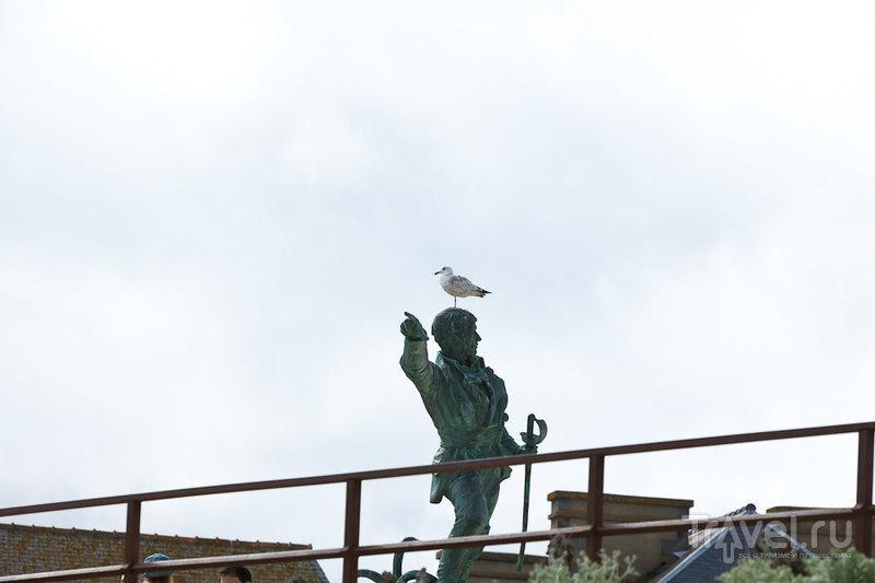 Памятник пирату Сюркуфу в Сен-Мало, Франция / Фото из Франции