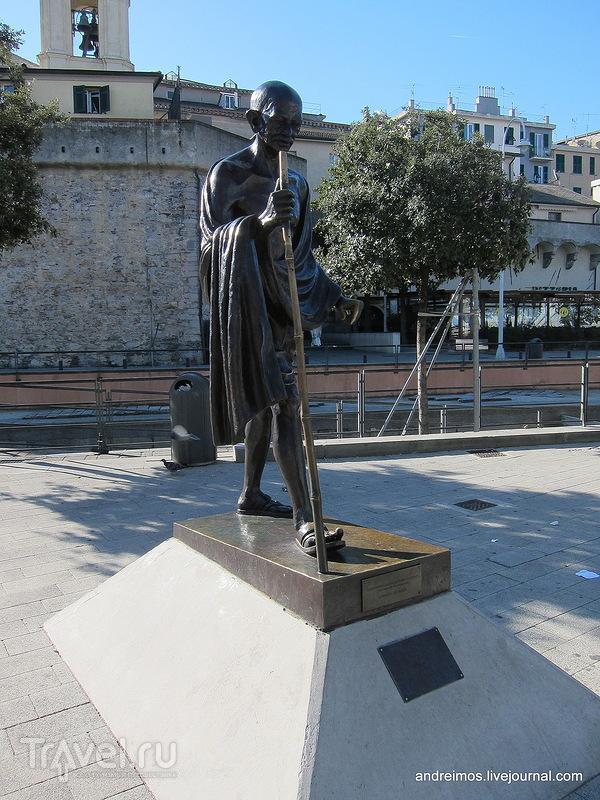 Памятник Махатме Ганди (Mahatma Gandhi) в Генуе, Италия / Фото из Италии