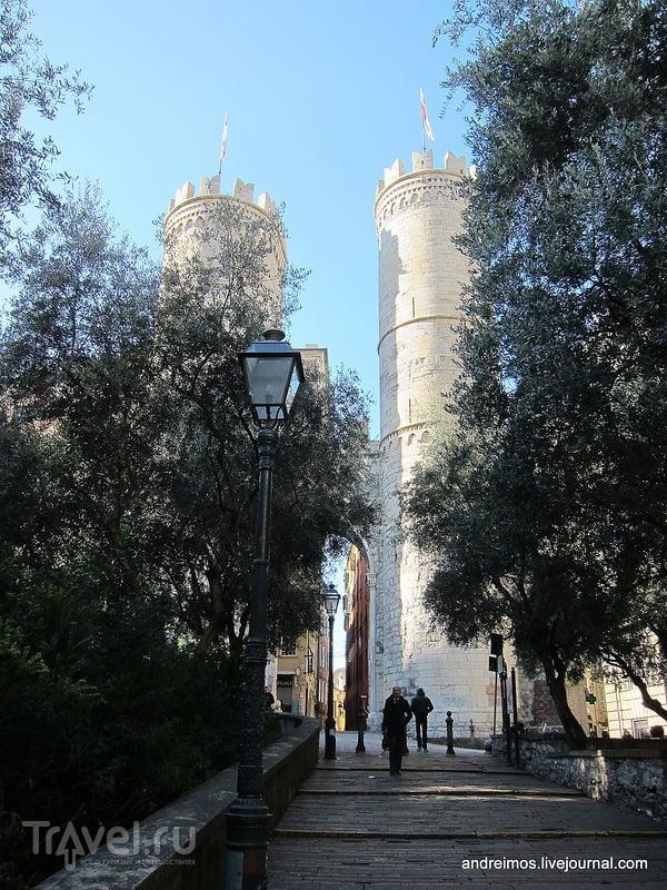 Ворота Сопрана (Porta Soprana) в Генуе, Италия / Фото из Италии