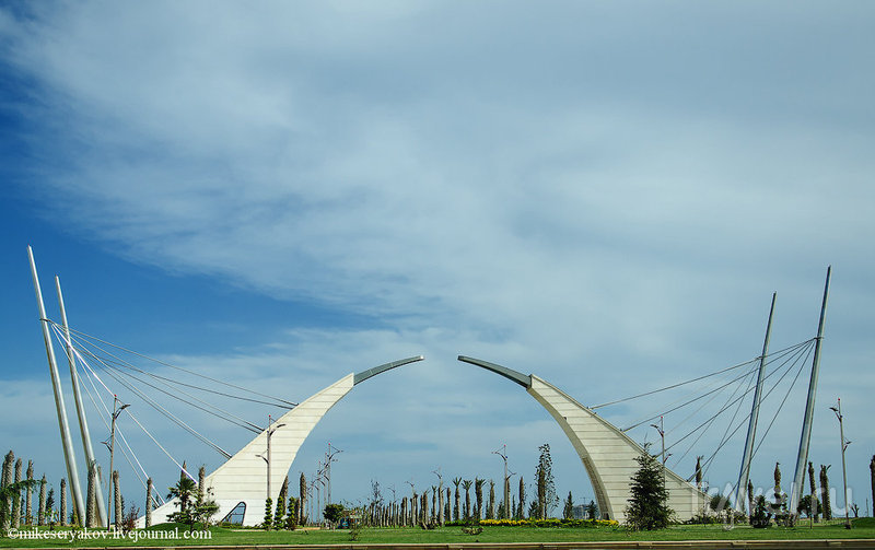 Ворота насыпного острова Хазар, Азербайджан / Фото из Азербайджана