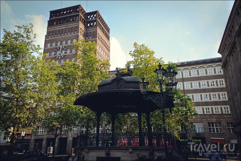 Площадь Генриха Гейне (Heinrich-Heine-Platz) в Дюссельдорфе, Германия / Фото из Германии