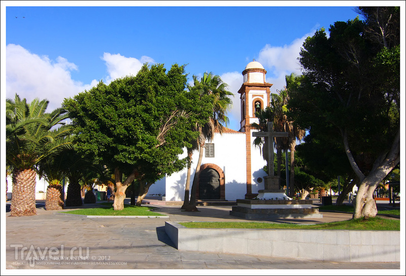 Plaza de Antigua и церковь Богоматери Антигуа (Iglesia Nuestra Señora de Antigua), Испания / Фото из Испании