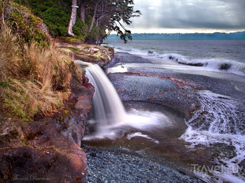 Живописные водопады на пляже Sandcut, остров Ванкувер, Канада / Канада